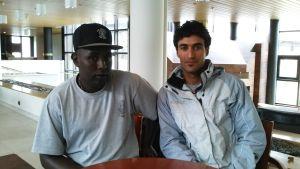 Mukhtar Abbi Ali och Thiab Albdri måste flytta då deras flyktingförläggning i Raseborg stängs.