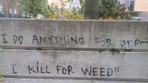 Klotter på betongkruka