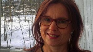 Lähikuvassa infektiolääkäri, dosentti Anu Kantele