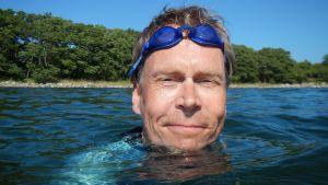 Kaj Arnö simmar.