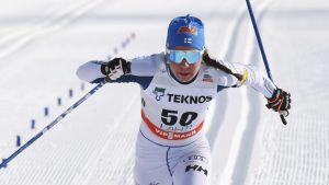 Kerttu Niskanen korsar mållinjen i Lahtis