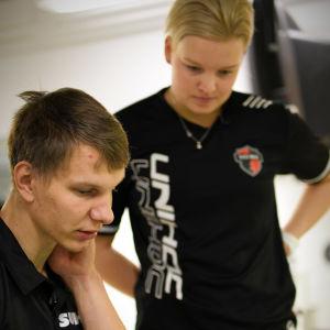My Kippilä på knärehab med fysioterapeuten Niko Iivonen i Esbo, november 2019.