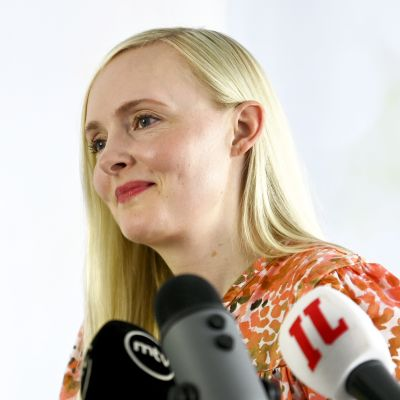 Vihreiden puheenjohtaja Maria Ohisalo kertoo puheenjohtajakautensa jatkon suunnitelmista puolueen tiedotustilaisuudessa Helsingissä 7. heinäkuuta.