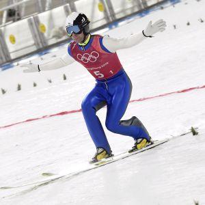 Janne Ahonen landar ett hopp i OS