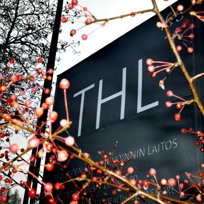 Skylt vid Institutet för hälsa och välfärd THL i Helsingfors.