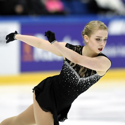 Viveca Lindfors på isen i Esbo.