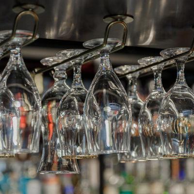 Juomalaseja Ravintolassa.
