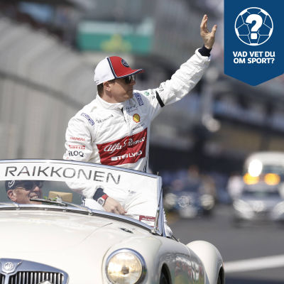 Kimi Räikkönen åker bil.