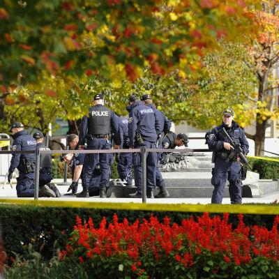 Polisen utreder skjutningen i Ottawa 2014.