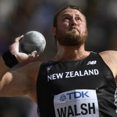 Tomas Walsh stöter kula.