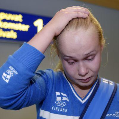 Petra Olli tar sig på huvudet.