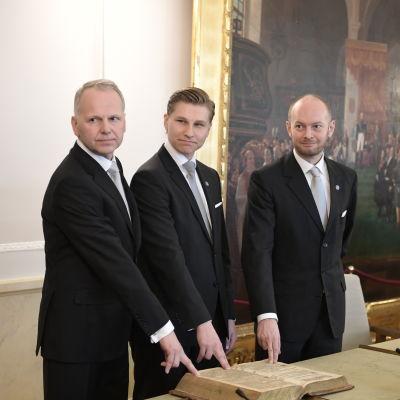 Jari Leppä, Antti Häkkänen och Sampo Terho svor tjänsteeden den 5 maj 2017.
