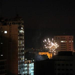 Fyrverkerier för att fira eldupphöret i Gaza.