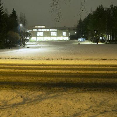 Oulun yliopiston kirjasto talviaamuna.