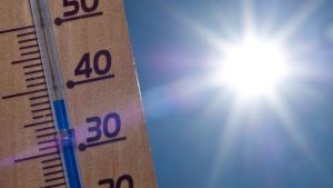 Lämpömittari auringossa.