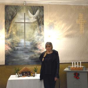 Susanne Remahl har målat altartavlan i Voitby kyrka.