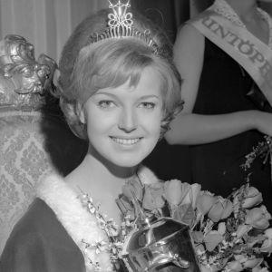 Kruunattu Miss Suomi 1965 Virpi Miettinen.