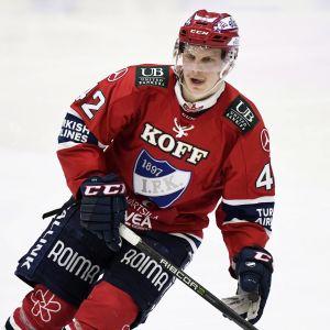 Teemu Eronen i farten under säsongen 2018–2019.