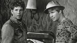 Timothy Bottoms ja Jeff Bridges elokuvassa The Last Picture Show eli Viimeinen elokuva.