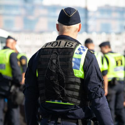Ruotsalainen poliisi Tukholmassa.