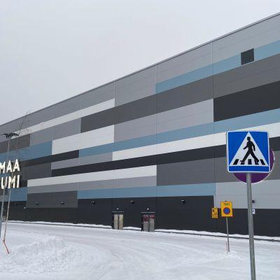 Saimaa Stadiumi on muutaman vuoden ikäinen liikuntahalli Mikkelin raviradan vieressä.