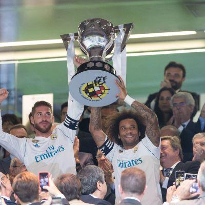 Sergio Ramos och Marceloa firar La Liga-titeln 2016-2017.