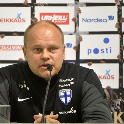 Mixu Paatelainen inför matchen mot Ungern.