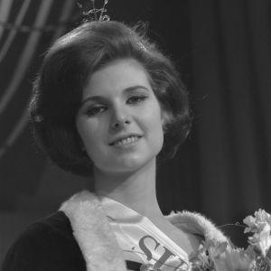 Kruunattu Miss Suomi 1964 Sirpa Suosmaa.