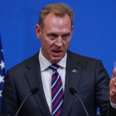 Yhdysvaltain vt. puolustusministeri Patrick Shanahan tiedotustilaisuudessa Brysselissä torstaina.