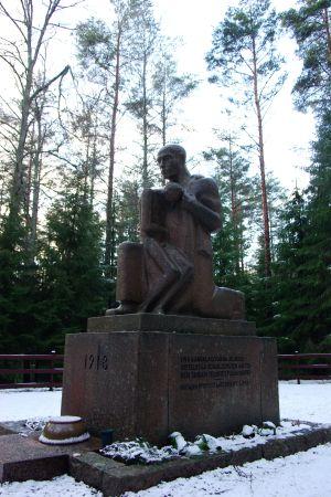 Aimo Tukiainens minnesmärker över de dödade röda i Västankvarn i Ingå under inbördeskriget 1918.