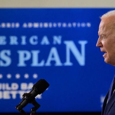 Joe Biden puhuu.
