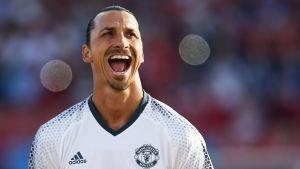 Zlatan Ibrahimovic i Man United-tröja.