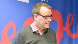 Historiker Aapo Roselius och Henrik Meinander var studiogäster i Vega Söndag 12.3.