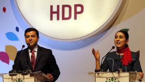 HDP:s två ordförande, Selahattin Demirtas och Figen Yüksekdag