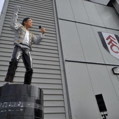 Michael Jackson-staty utanför Fulhams hemmastadion.