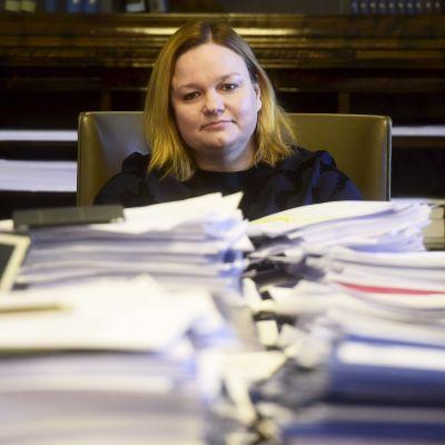 SDP:s Krista Kiuru i social- och hälsovårdsutskottet.