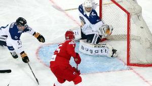 Finland släpper in mål mot Ryssland.