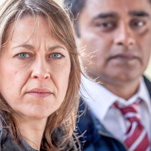 Uusi brittiläinen jännityssarja kuvaa rikostutkijoiden työtä kahden jutun parissa. Päärooleissa nähdään Nicola Walker ja Sanjeev Bhaskar.
