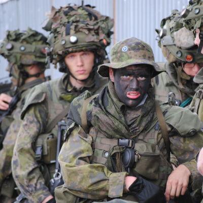 Beväringar från Nylands bidrag på krigsövning.