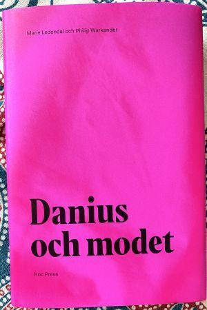 """Pärmen på boken """"Danius och modet""""."""