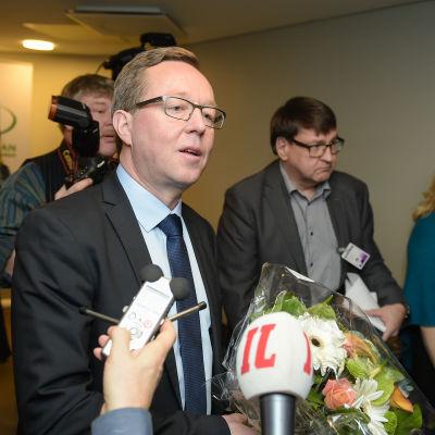 Näringsminister Mika Lintilä (C).