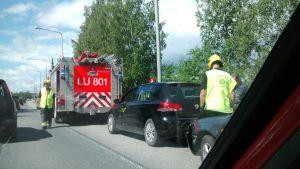 Två bilar krockade på Pojoviksbron.