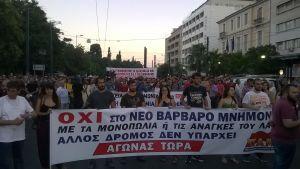 Nej-sidan demonstrerar mot reformpaketet i aten.