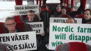 Lantbrukare på väg för att demonstrera i Helsingfors.