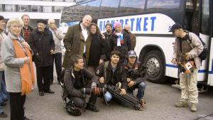 Näyttelijä <strong>Ville Haapasalo</strong> johdatti vuonna 2007 bussillisen turismin veteraaneja muistoja verestäneelle matkalle entiseen Leningradiin.