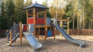 Klätterställning i lekparken i Isnäs