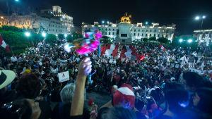 Det hölls stora demonstrationer mot benådningen av Fujimori i fjol vintras. Den här demonstrationen hölls i Lima den 30 januari 2017.