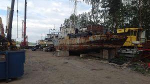 Skrotbåt vid Skallkolmsvägen i Tolkis