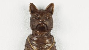 Ernst Billgrens bronsstaty Saknad räv ställs ut på Kuntsis museum iVasa