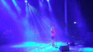 Melani Sinikalda uppträdde med sång